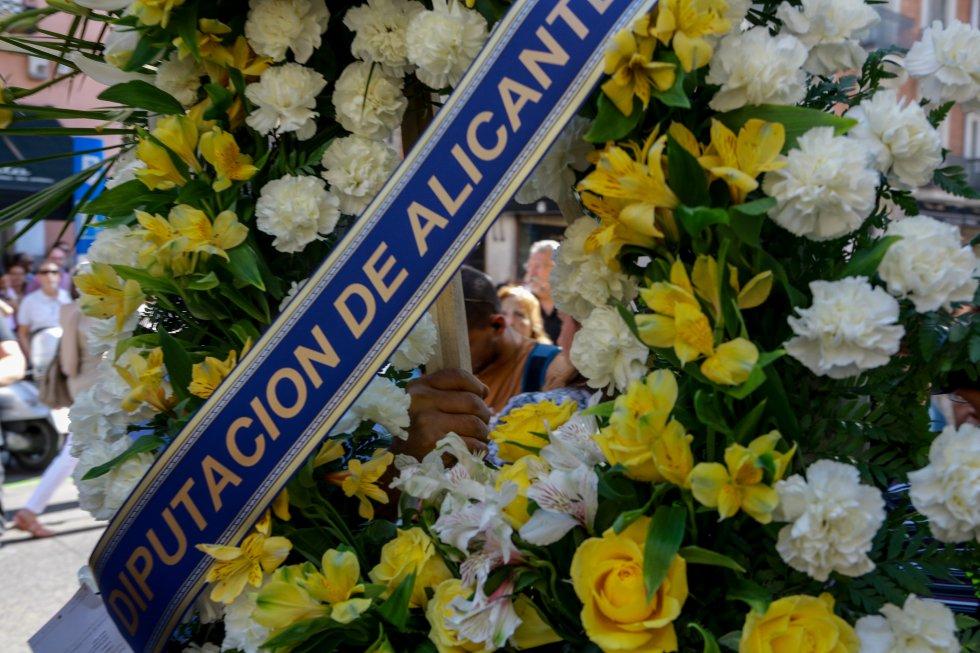 El féretro de Camilo Sesto ha llegado poco antes de las 11.00 horas a la sede de la SGAE, en Madrid