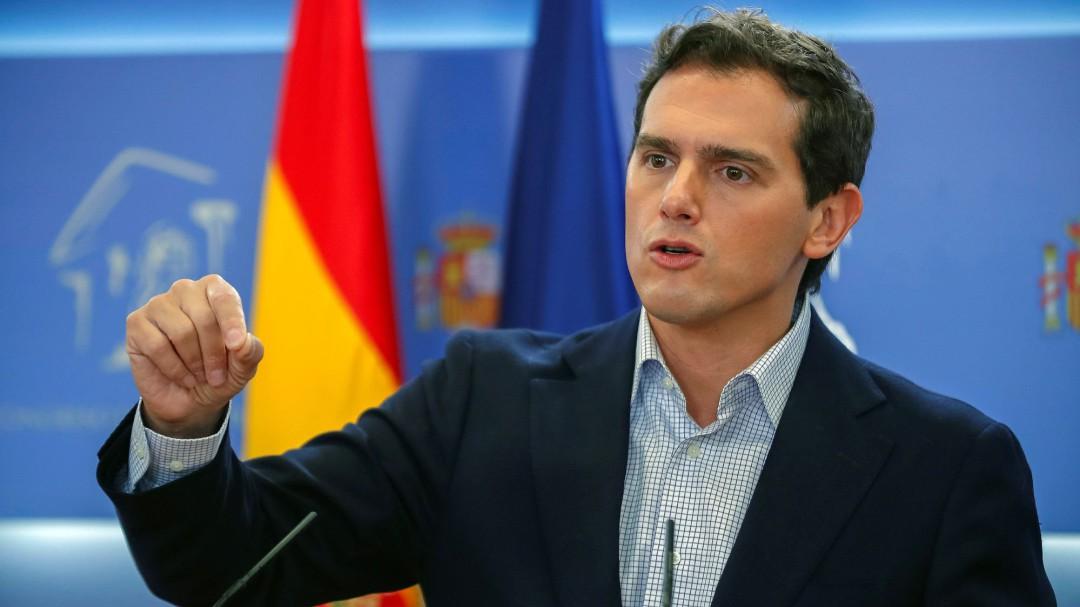 Rivera propone al PP pactar una abstención con condiciones en la investidura de Sánchez