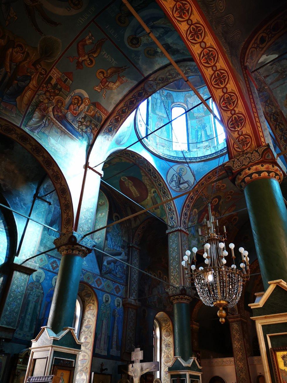 Interior de la iglesias de San Nicolás de Batumi.