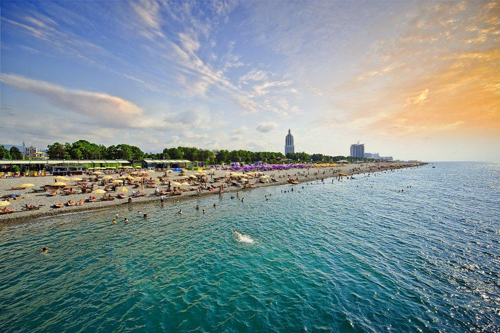 Playa de Batumi en el mar Negro.