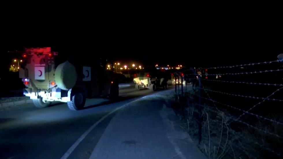 Convoy militar turco en la frontera con Siria.