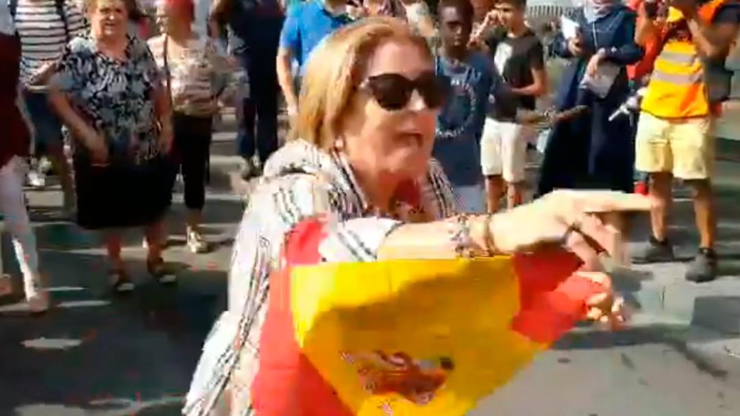 Agreden a una mujer que se burlaba de los independentistas en la calle tras la sentencia del procés