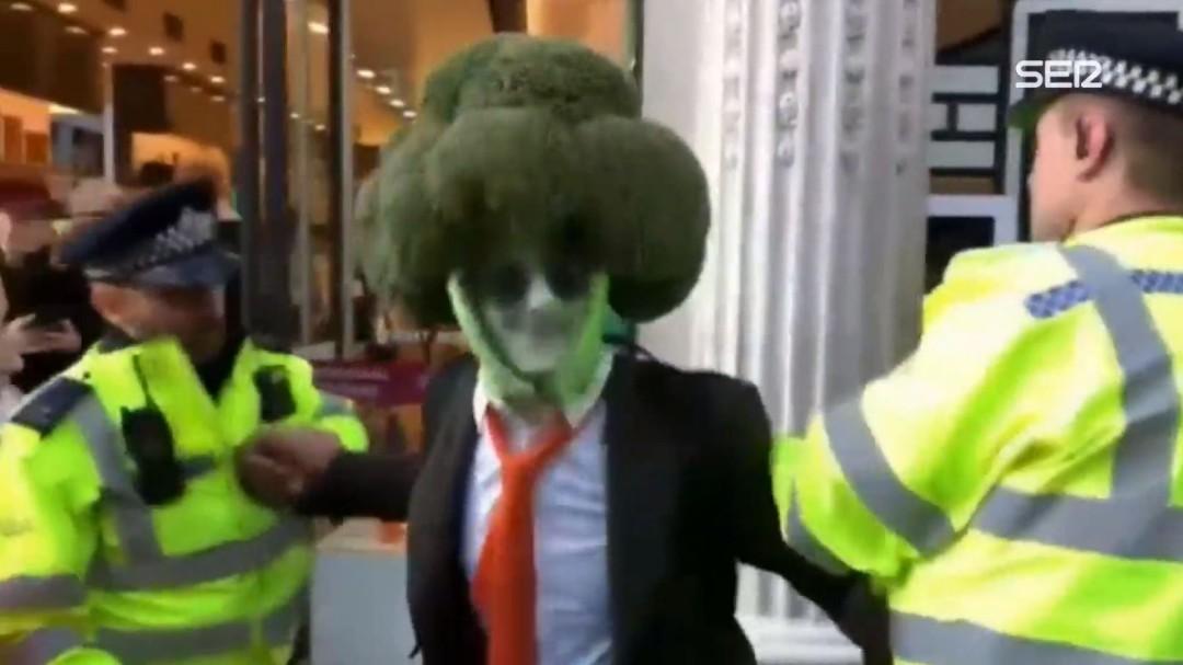 Detenido un hombre disfrazado de brócoli en Londres
