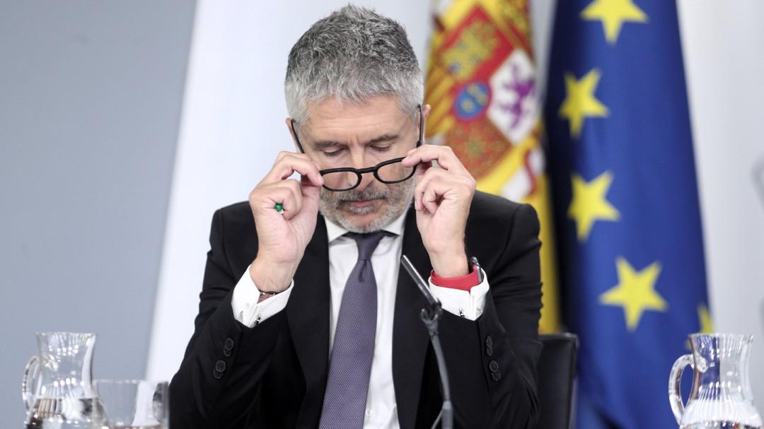 Marlaska responde a los que piden su dimisión por cenar durante la crisis en Cataluña