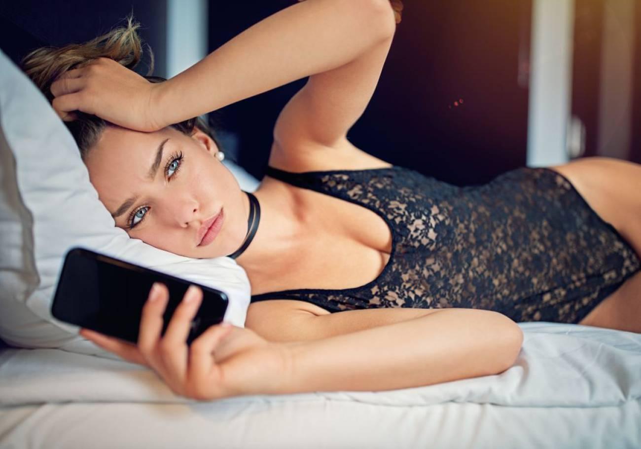 Contigo Dentro: Dormir con tu compañero de trabajo. Love me Tinder. Hablando de Tetas.  (02/11/2019)
