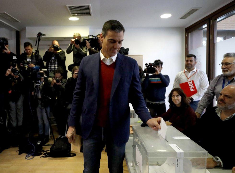 Pedro Sánchez ha sido el primer candidado a la presidencia en votar, lo ha hecho en Pozuelo de Alarcón