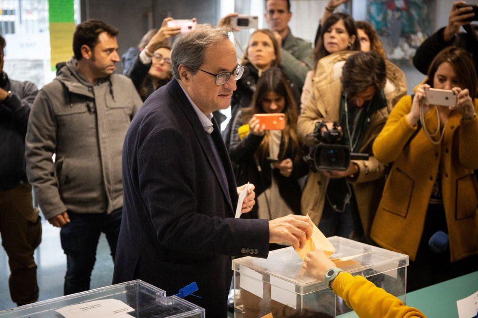 El presidente de la Generalitat de Catalunya, Quim Torra, vota en la Escuela Oficial de Idiomas del distrito de Sant Gervasi en Barcelona