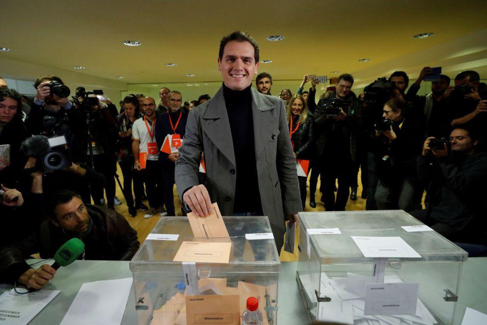 Albert Rivera ha votado en el mismo colegio donde lo ha hecho Pedro Sánchez