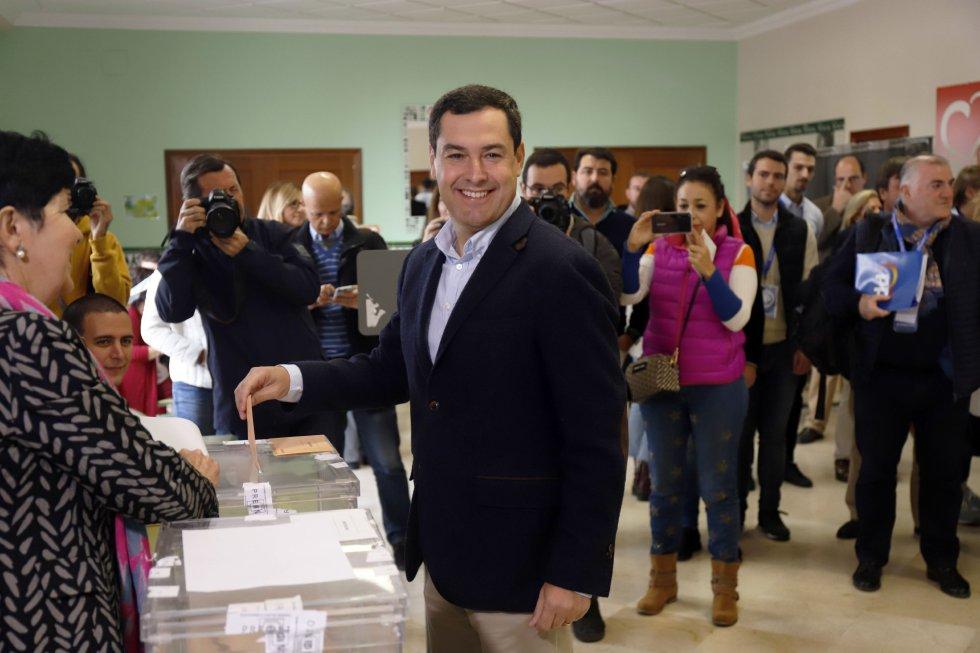 El presidente del PP-A y de la Junta de Andalucía, Juanma Moreno, vota en las elecciones generales del 10N