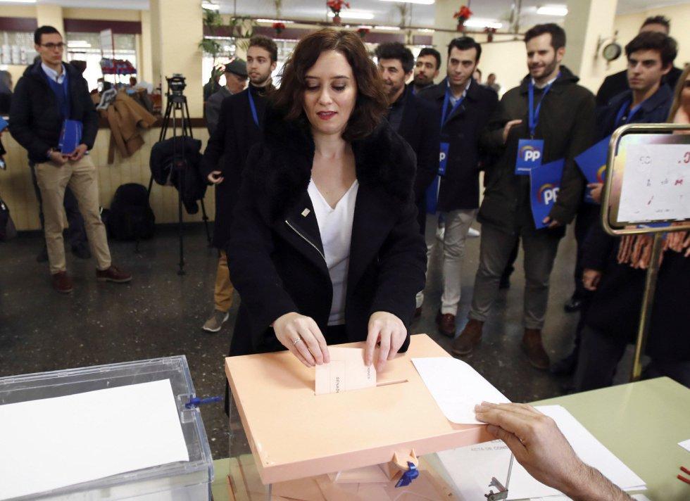 La presidenta de la Comunidad de Madrid, Isabel Díaz Ayuso, vota en el Instituto Lope de Vegapara