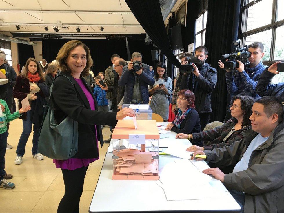 La alcaldesa de Barcelona, Ada Colau, vota en las elecciones generales del 10 de noviembre de 2019