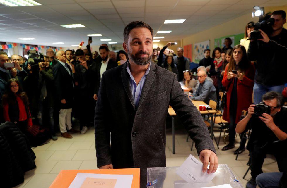 El líder de Vox vota en un colegio Pinar del Rey en Madrid