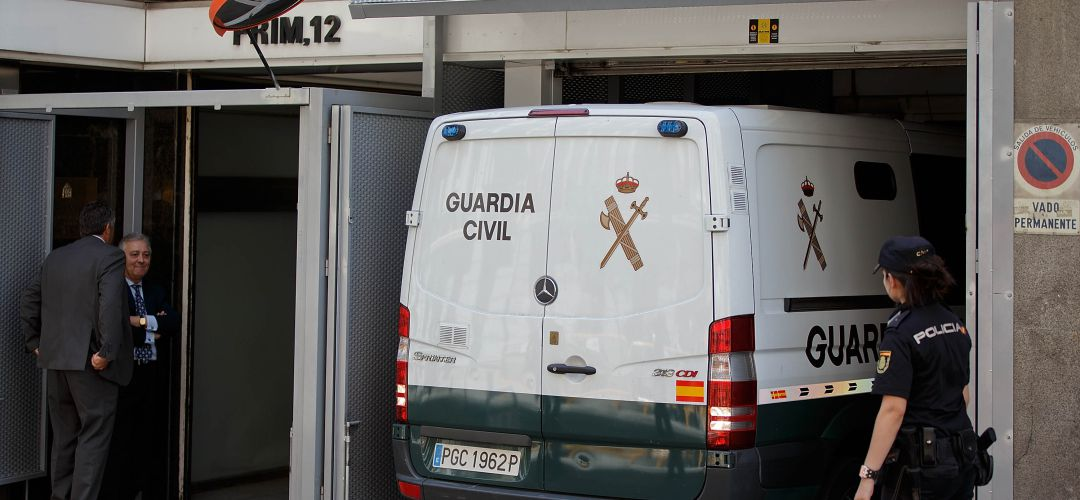 Un furgón de la Guardia Civil entrando en la Audiencia Nacional