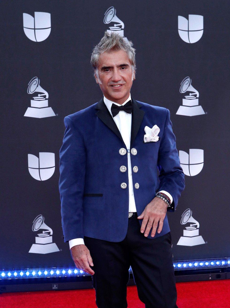Alejandro Fernandez llega para la vigésima ceremonia anual de los Premios Grammy Latinos en el MGM Grand Garden Arena en Las Vegas, Nevada, EEUU.