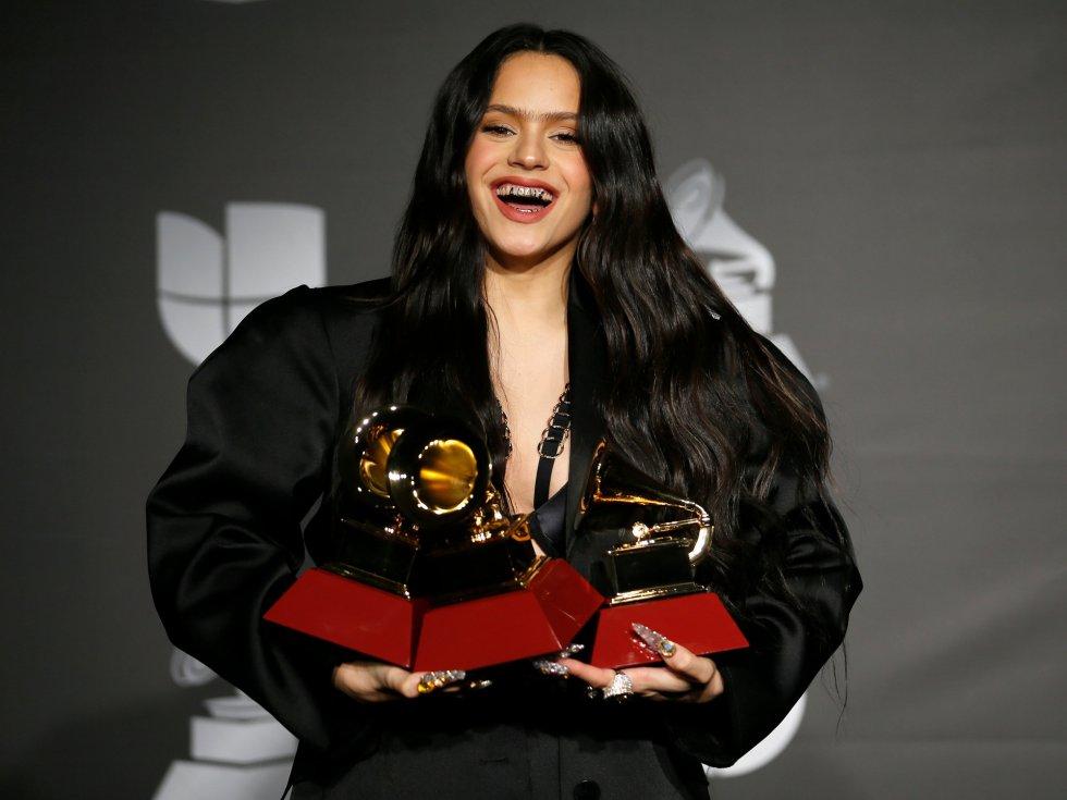 Rosalía, con sus tres gramófonos.