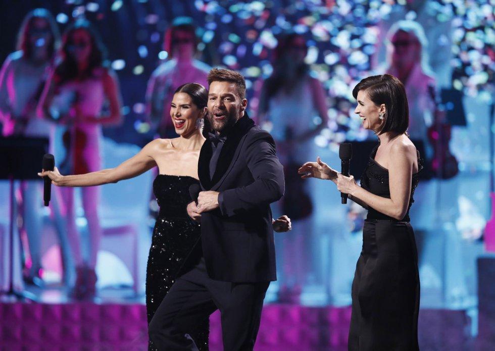 Ricky Martin, Roselyn Sanchez y Paz Vega, durante la gala.