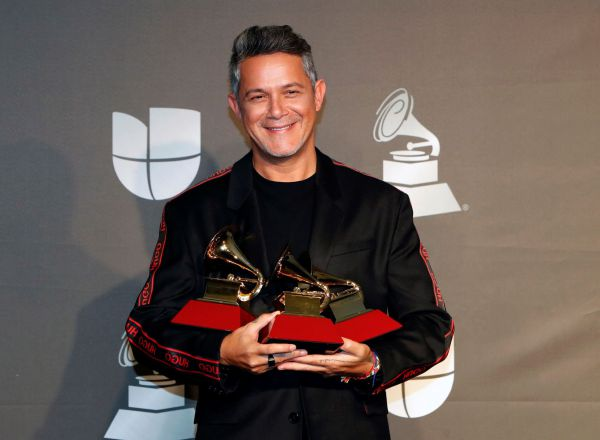 Las Vegas (United States), 15/11/2019.- Alejandro Sanz poses with the Best Record of the Year, Long Form Music Video, and Pop Song awards in the press room during the 20th annual Latin Grammy Awards ceremony at the MGM Grand Garden Arena in Las Vegas, Nevada, USA, 14 November 2019. The Latin Grammys recognize artistic and/or technical achievement, not sales figures or chart positions, and the winners are determined by the votes of their peers - the qualified voting members of the Latin Recording Academy. (Estados Unidos) EFE/EPA/NINA PROMMER
