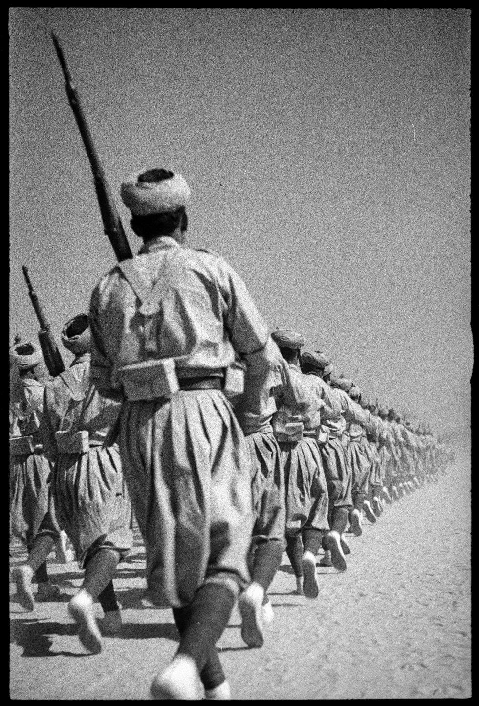 Tropas franquistas en el desfile de la Victoria, 1939