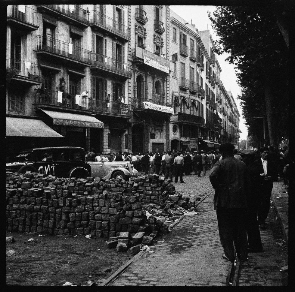 Barricada en el barrio del Eixample. Barcelona, Julio 1936
