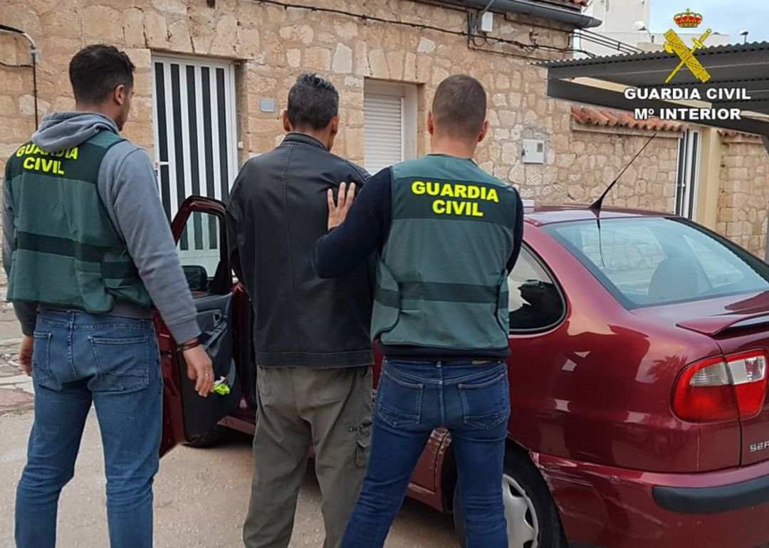 Detenido junto Guardia Civil
