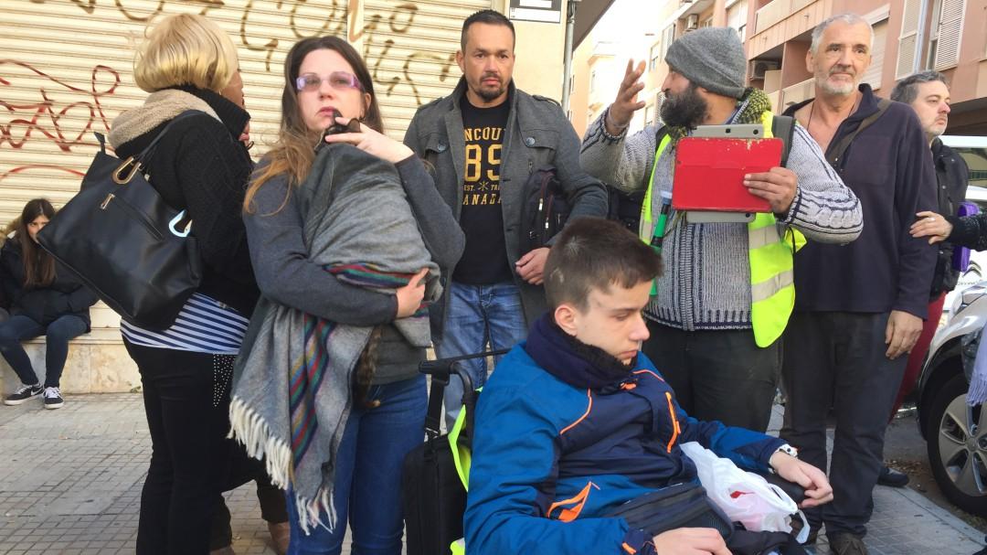 Óscar, un joven discapacitado, desahuciado junto a su familia en Palma