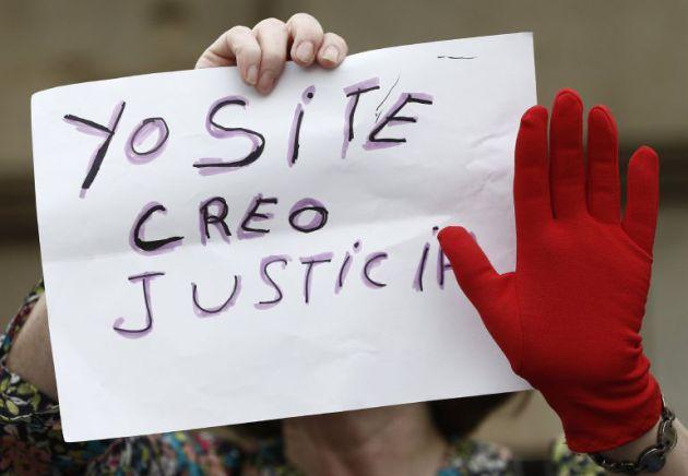 Manifestación frente a la Plaza del Castillo de Pamplona