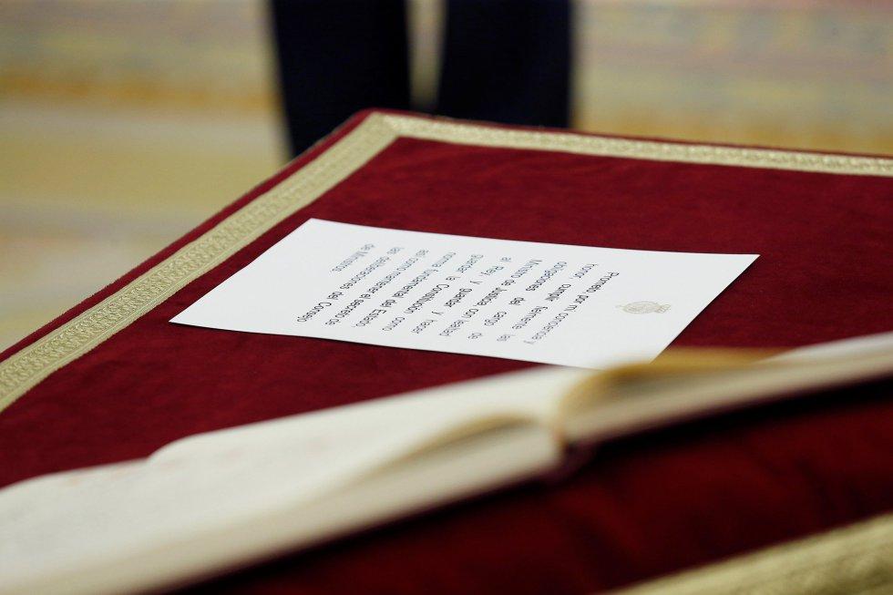 Vista de la fórmula para jurar como ministros durante el acto institucional celebrado en el Palacio de Zarzuela.