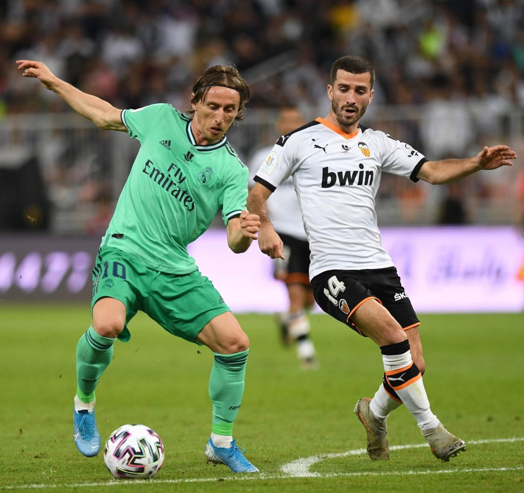 08 January 2020, Saudi Arabia, Jeddah: Valencia's Jose Luis Gaya (L) and Real Madrid's Luka Modric battle for the ball during the Spanish Super Cup semi final soccer match between Valencia CF and Real Madrid CF at King Abdullah Sport City Stadium. Photo: -Saudi Press Agency, dpa