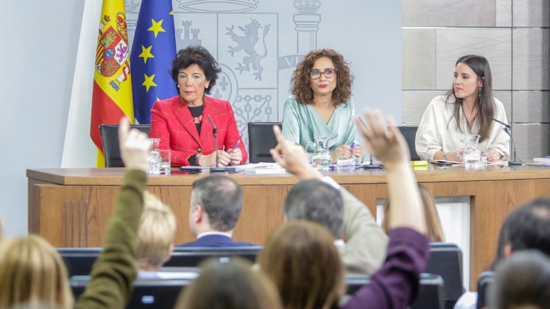 El Consejo de Ministros subirá un 2% el salario de los empleados públicos