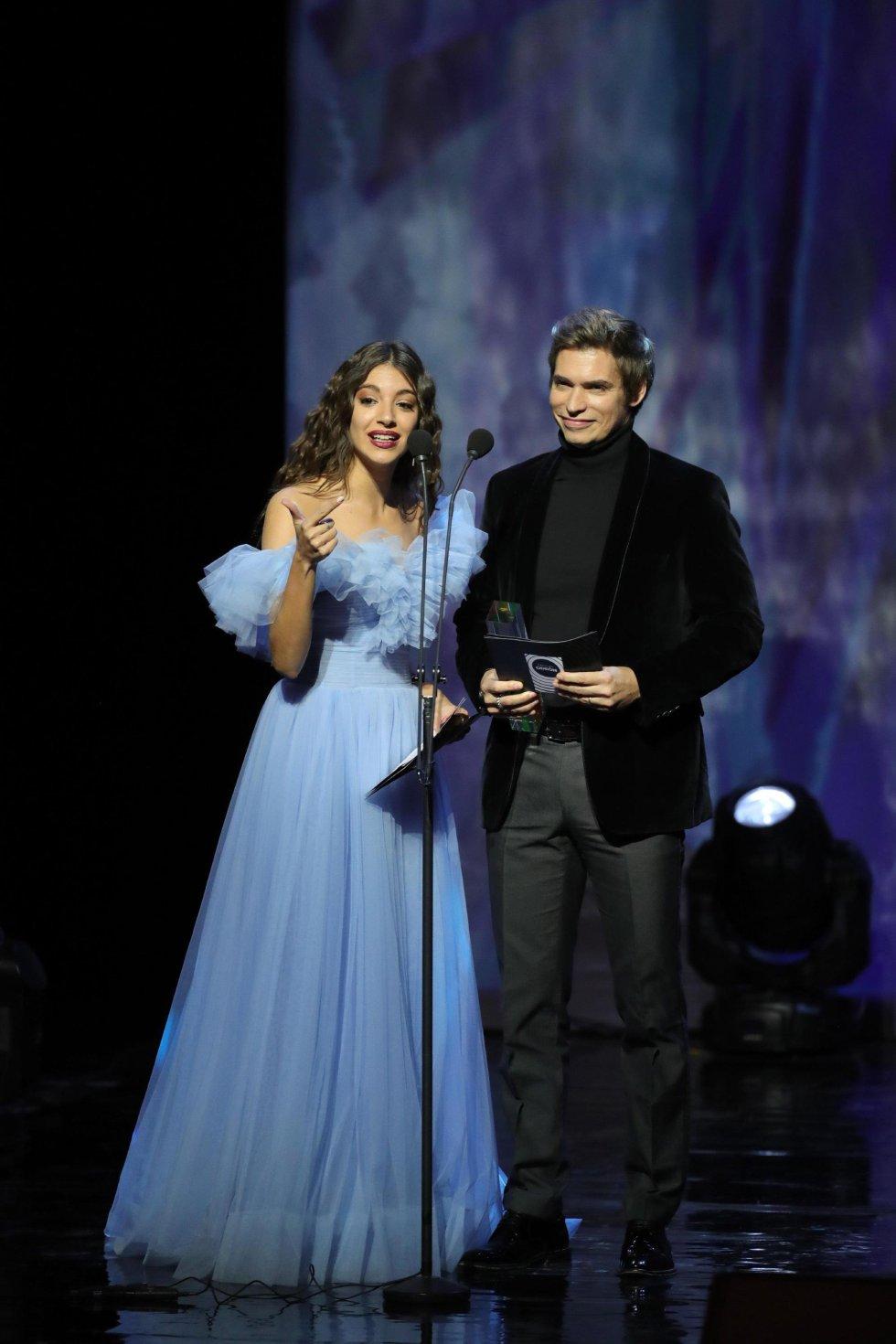 La cantante Ana Guerra y el cantante venezolano Carlos Baute durante la ceremonia