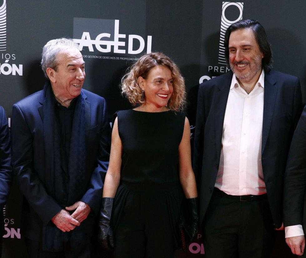 El cantante José Luis Perales, la presienta del Congreso, Meritxell Batet, y el presidente de la Entidad de Gestión de los derechos de la Propiedad Intelectual (AGEDI), Antonio Guisasola