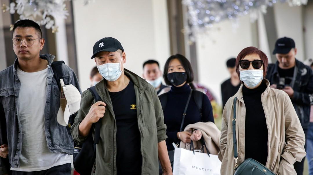 Un avión procedente de Shanghái se dirige a Barcelona tras parar en Ámsterdam por una pasajera con fiebre