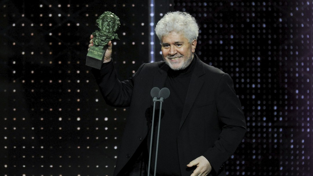 Pedro Almodóvar arrasa en los Goya con su película más personal