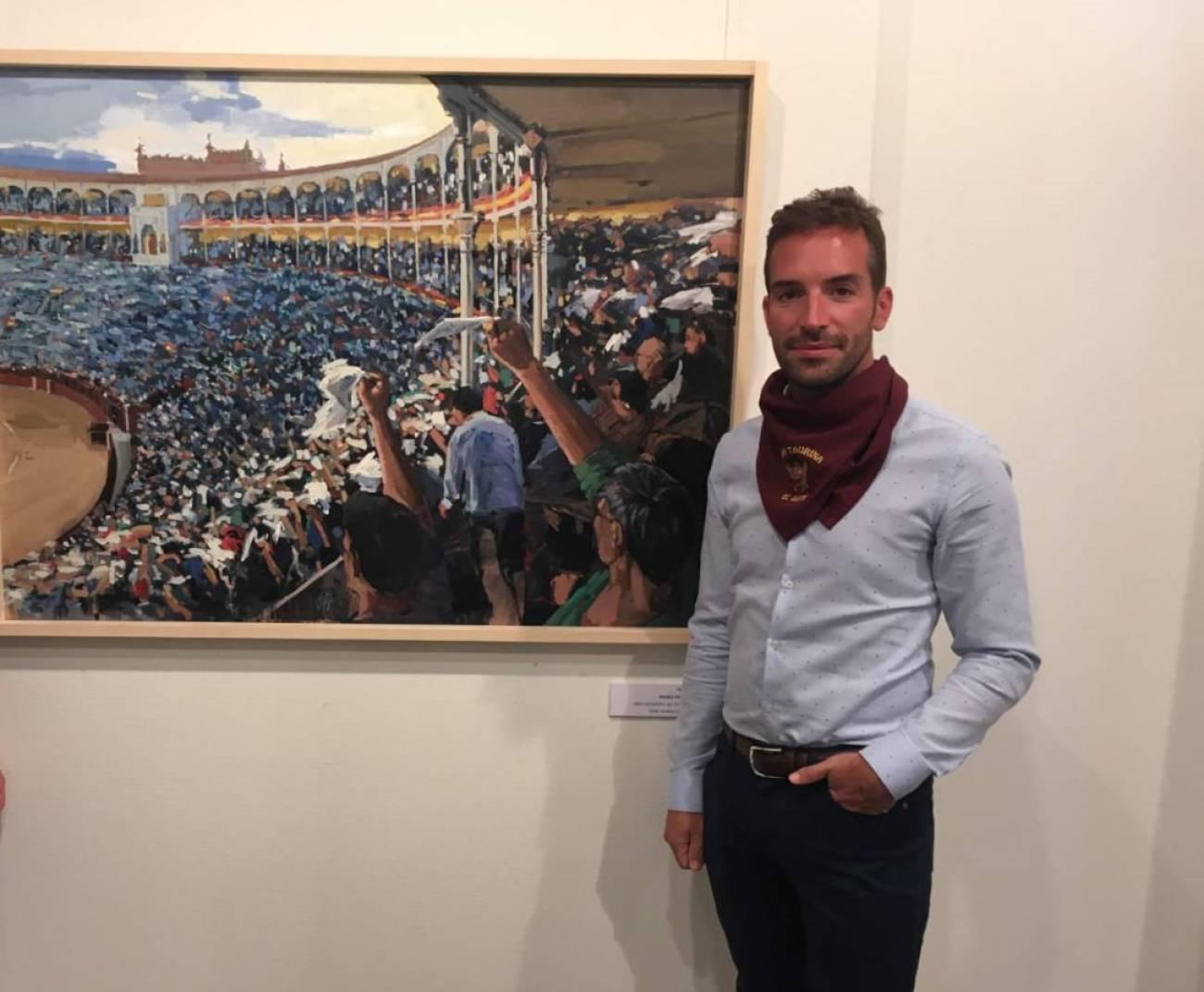 El pintor sepulvedano, Mario Pastor junto a uno de sus trabajos basado en la Plaza de Toros de las Ventas.