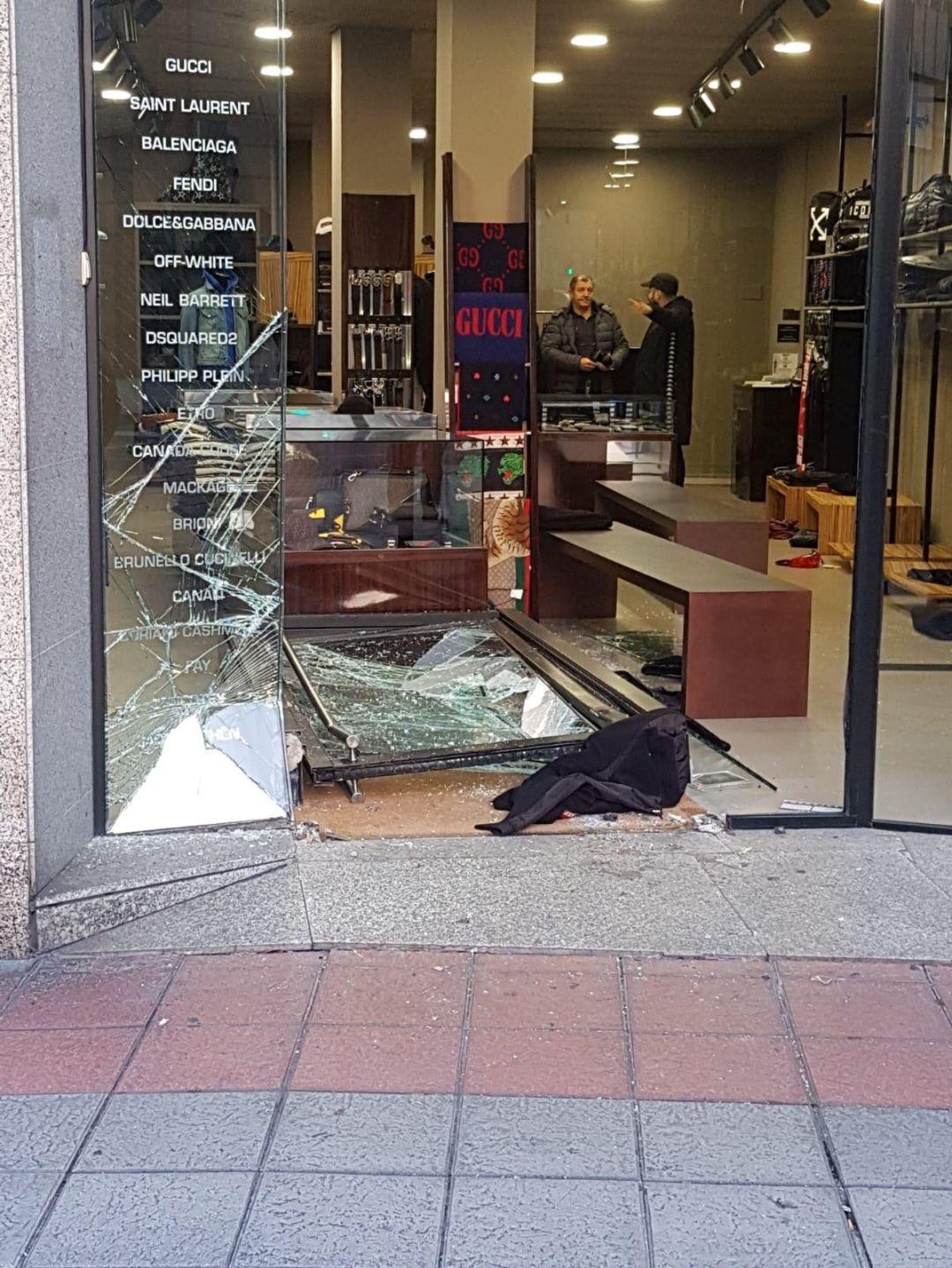 Cantidad de banco contrabando  Desvalijan con el método del alunizaje una tienda del centro | Radio Ourense  | Cadena SER