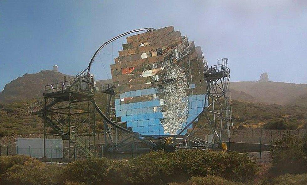 El fuerte viento ha provocado el desprendimiento de un importante número de espejos del Telescopio Magic instalado en el complejo astrofísico del Roque de Los Muchachos en el municipio palmero de Garafía.