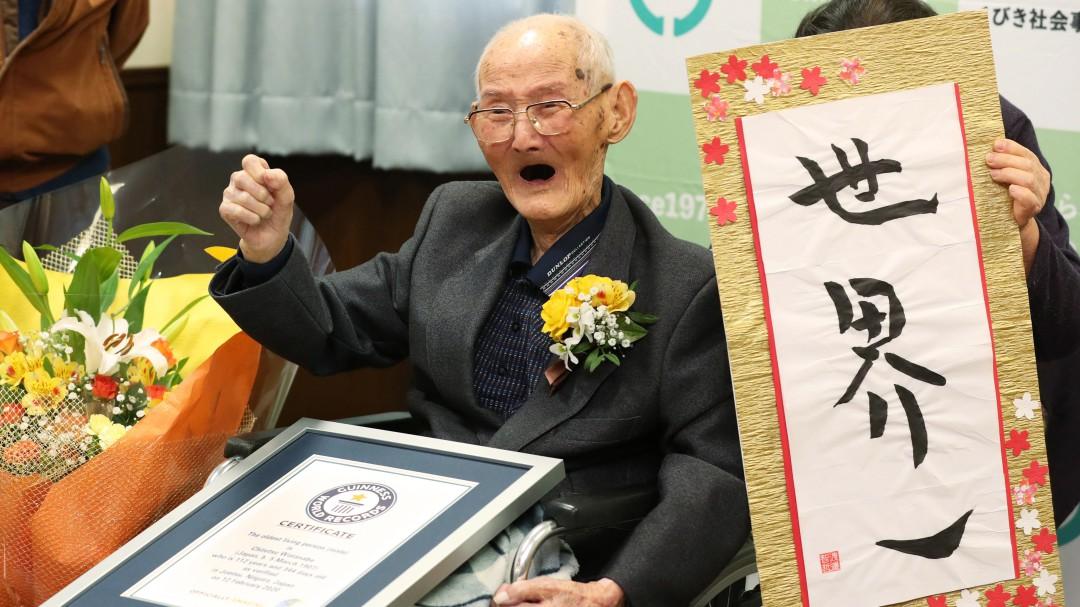 Muere a los 112 años el hombre más anciano del mundo apenas unos días después de recibir el título