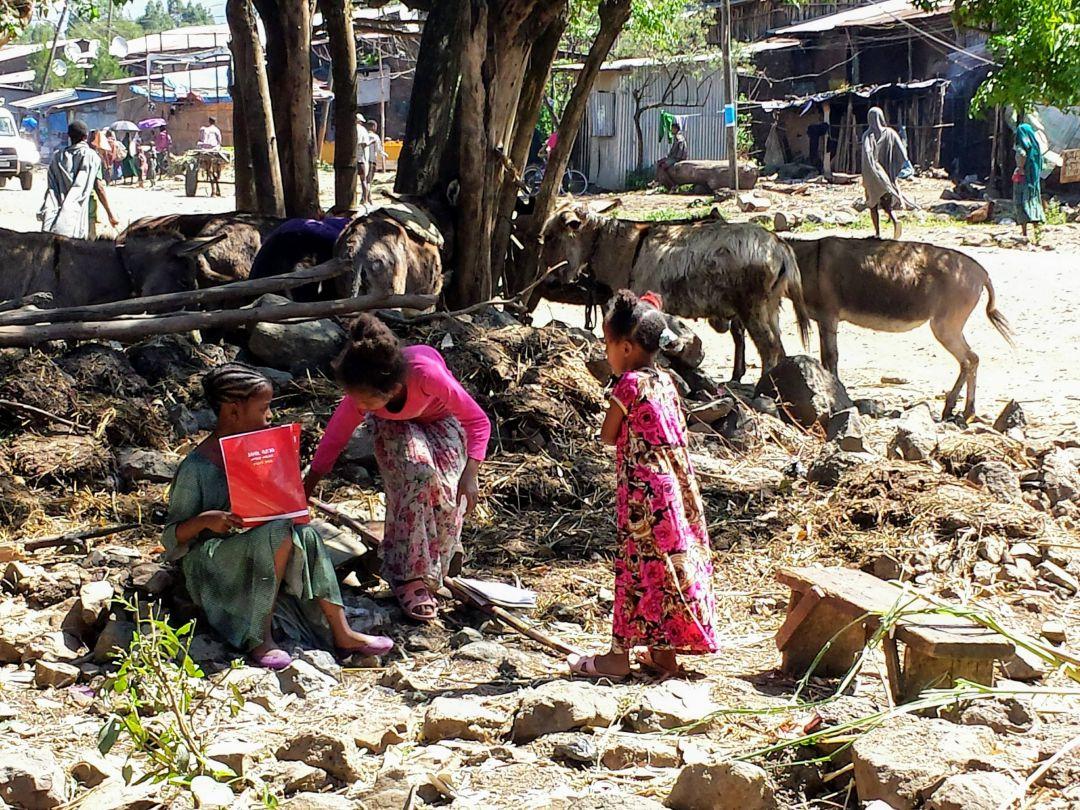 El trabajo de formación y desarrollo atañe también a las niñas, como estas de Hawassa