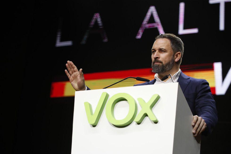 El presidente de Vox, Santiago Abascal, también comunicó su positivo en coronavirus el pasado día 12. En la imagen, durante su intervención en la asamblea general ordinaria del partido celebrado en Vistalegre en Madrid el 8 de marzo.