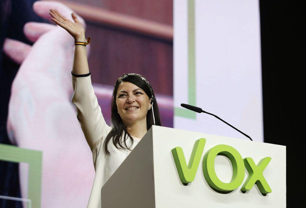 Asimismo, la diputada de Vox por Granada, Macarena Olona, anunció el mismo día su positivo a través de Twitter. En la imagen, durante la asamblea general ordinaria del partido celebrado en Vistalegre en Madrid.