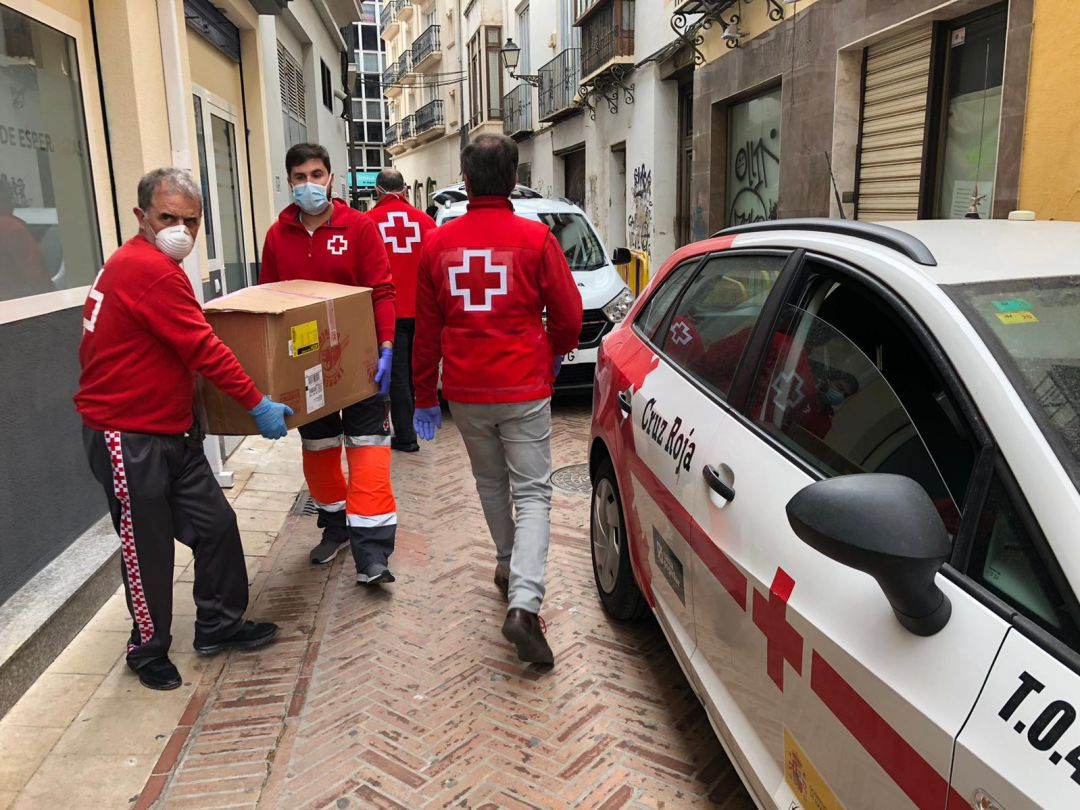 Voluntarios de Cruz Roja en Gandia