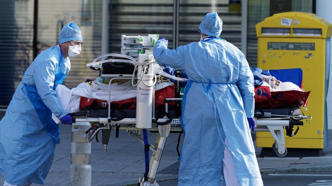 """Julie, de 16 años, la víctima más joven por coronavirus en Francia: """"Tuvo una leve tos"""""""