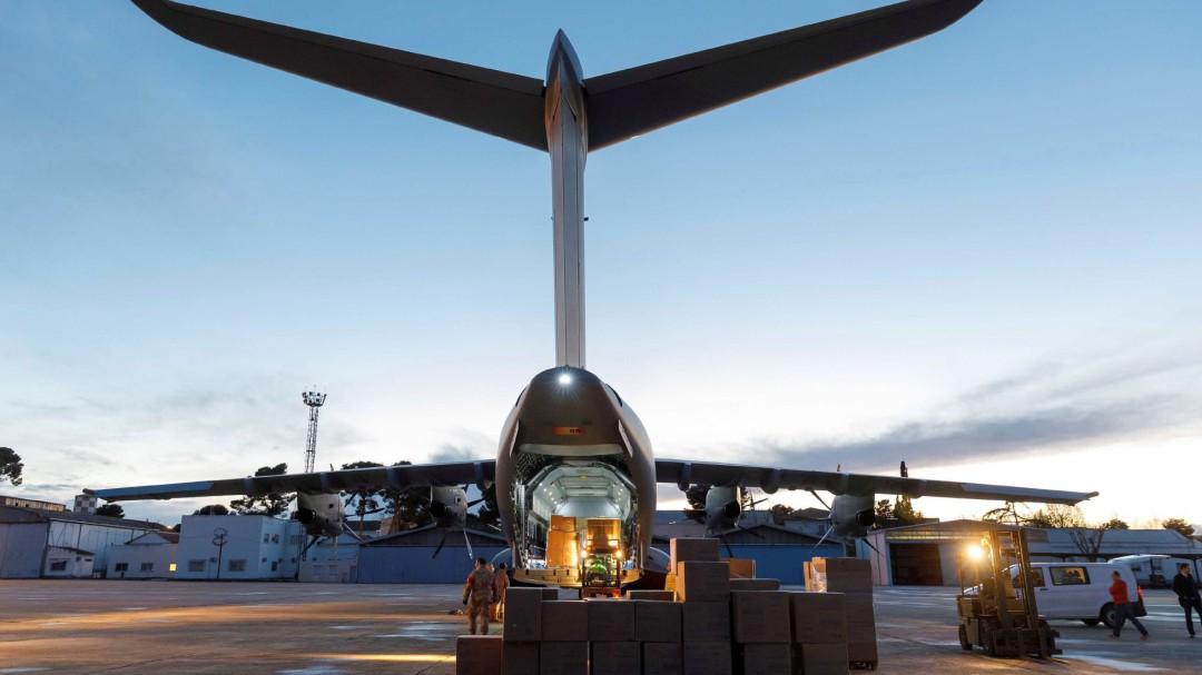 Un avión con 10.000 equipos de protección llega mañana desde la República Checa