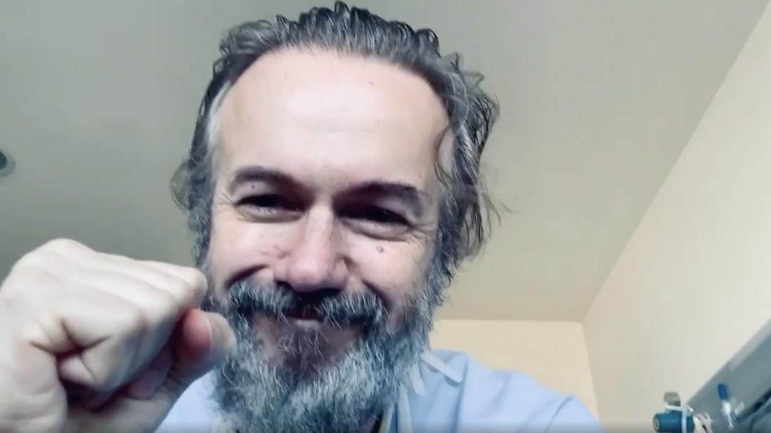 El emocionante vídeo de Tristán Ulloa tras recibir el alta por coronavirus