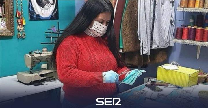 De confeccionar trajes a fabricar mascarillas solidarias