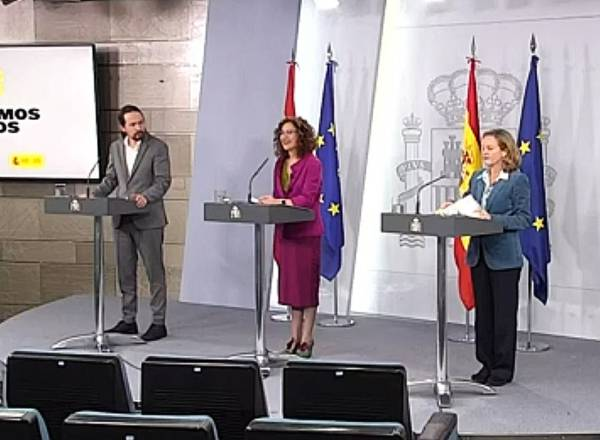 Madrid (Spain), 31/03/2020.- A handout photo made available by Spanish Government shows tv frame of (L-R) Spanish Second Deputy Prime Minister Pablo Iglesias, Spanish Government Spokeswoman and Treasury Minister Maria Jesus Montero and Spanish Deputy Prime Minister for Economic Affairs, Nadia Calvino, during a press conference about coronavirus crisis, after the Extraordinary Cabinet Meeting held at the Moncloa Palace in Madrid, Spain, 31 March 2020. Spain faces its 17th day of lockdown as the Spanish government tightens measures announcing a temporary stop to all construction works and other non-essential economic activities as the Mediterranean country suffers one of the worst outbreaks of the pandemic COVID-19 disease caused by the SARS-CoV-2 coronavirus. (España) EFE/EPA/SPANISH GOVERNMENT HANDOUT HANDOUT EDITORIAL USE ONLY/NO SALES