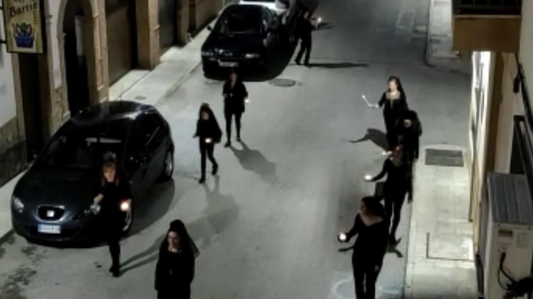 Un grupo de mujeres procesionando por Porcuna desata la polémica
