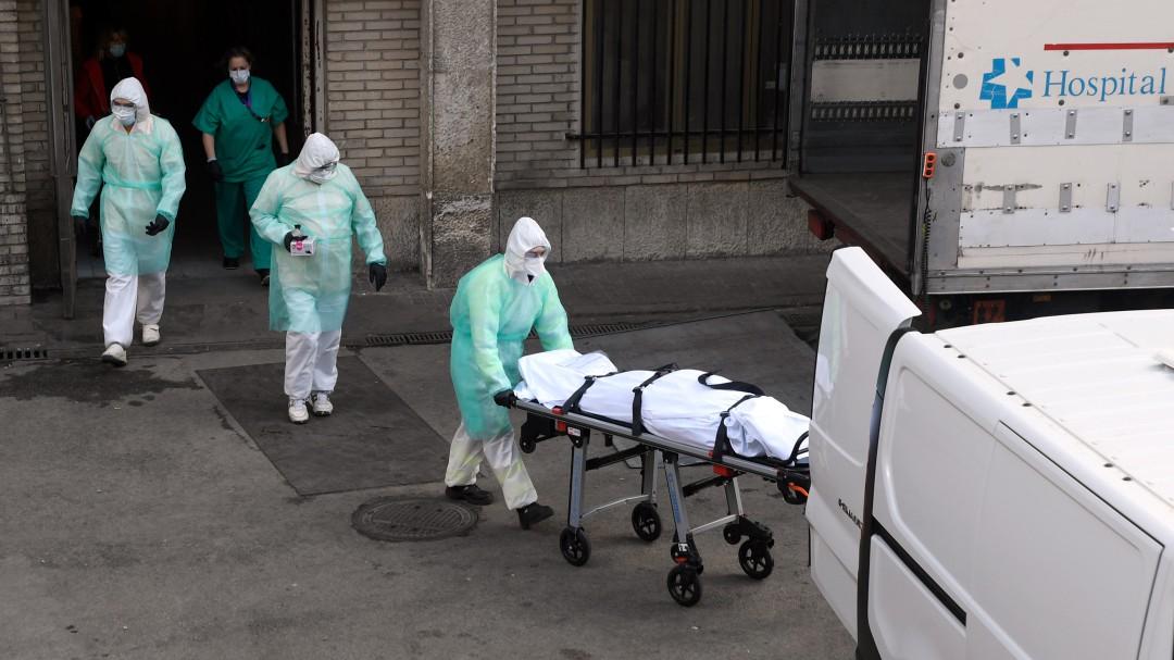 España suma 809 muertos en un día por coronavirus, el menor número de muertos diarios en una semana