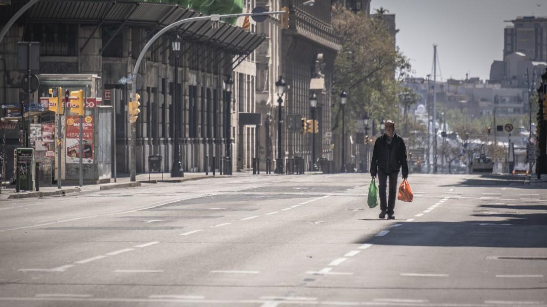 España sigue la tendencia a la baja y reduce la cifra a 674 muertes en las últimas 24 horas