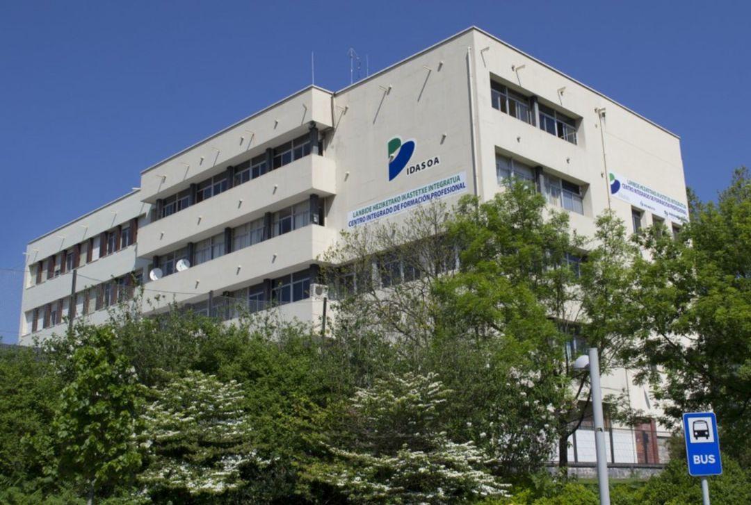 El Instituto de F.P. Bidasoa cede sus aparcamientos al personal sanitario del centro de salud Irun Centro.